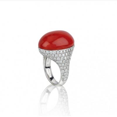 Anello in oro bianco diamanti bianchi e corallo rosso