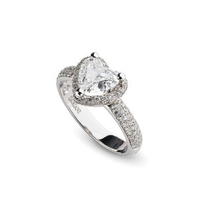 Anello di fidanzamento in oro bianco con diamante a Cuore
