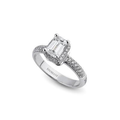 Anello di fidanzamento in oro bianco con diamante taglio Smeraldo