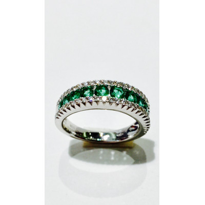 Anello con diamanti e smeraldi