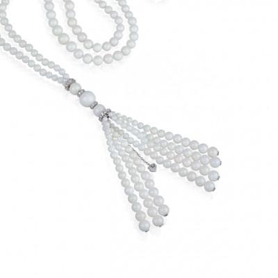 Sautoir in oro bianco diamanti bianchi e corallo bianco